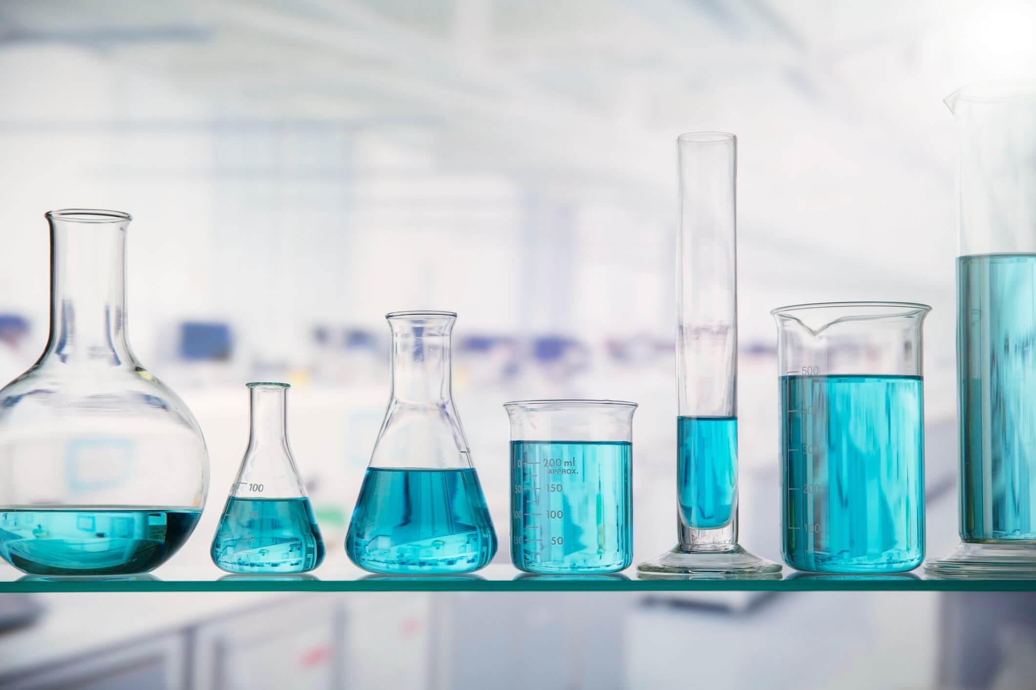 Axit metacrylic là gì? Tính chất vật lý và ứng dụng của Axit metacrylic.